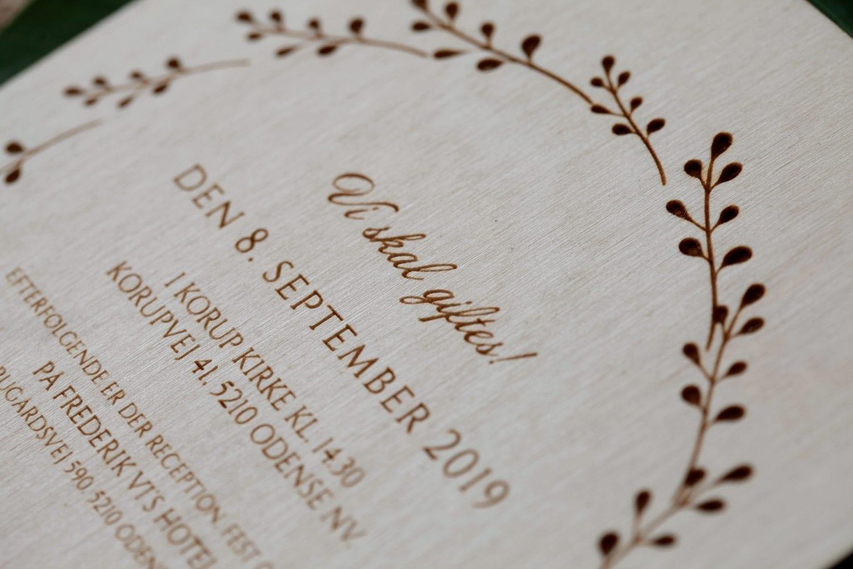 Vi skal giftes træ invitation