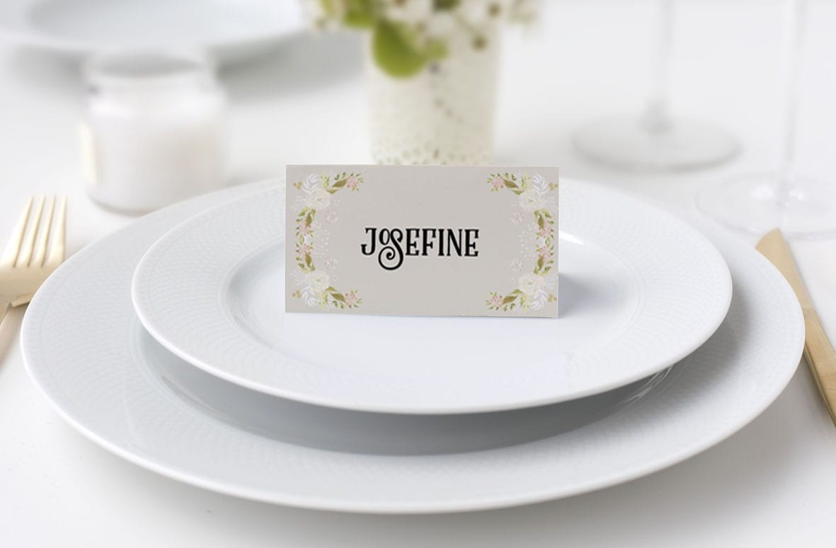 Bordkort konfirmation blomsterkrans beige
