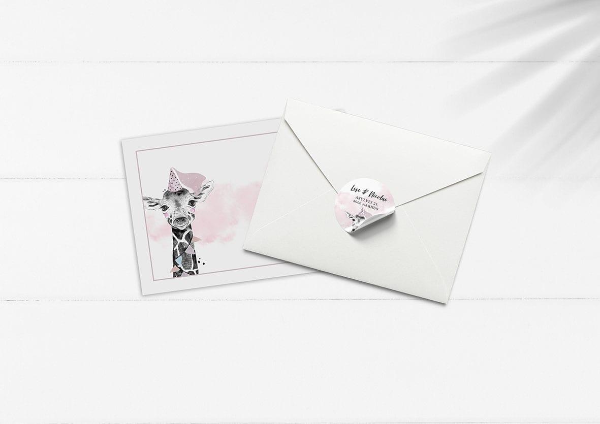 kuvert pakke med stickers giraf festhat