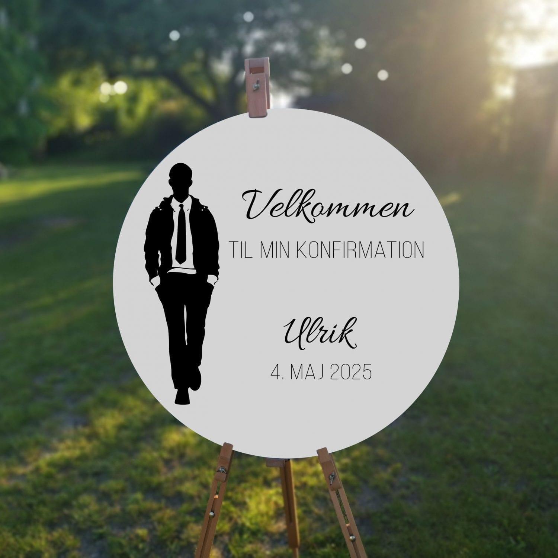 velkomstskilt. silhuette suit. konfirmation. dreng. sort og hvid. james bond. jakkesæt